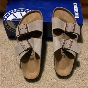 Birkenstock Arizona Taupe size 6 narrow